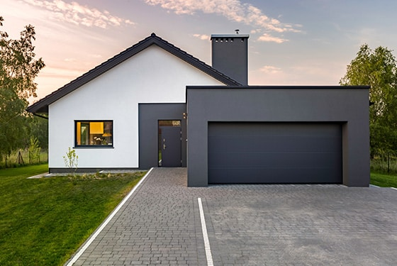 Außenbereich Haus und Garage